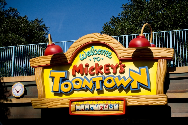 Mickeys_Toontown_entrance_sign